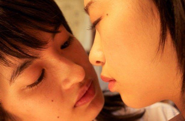 女子高生同士の禁断の愛を美しい映像で描いた青春ラブストーリーだ