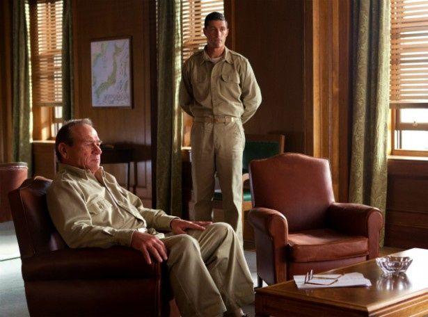 GHQのボナー・フェラーズ准将は、マッカーサーの特命で、開戦の真相を追求していく