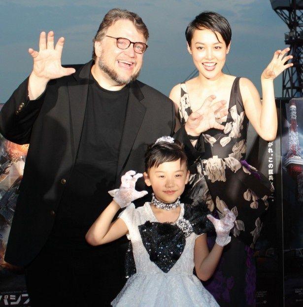 ハリウッド映画を携え、芦田愛菜ちゃんがレッドカーペットを闊歩!