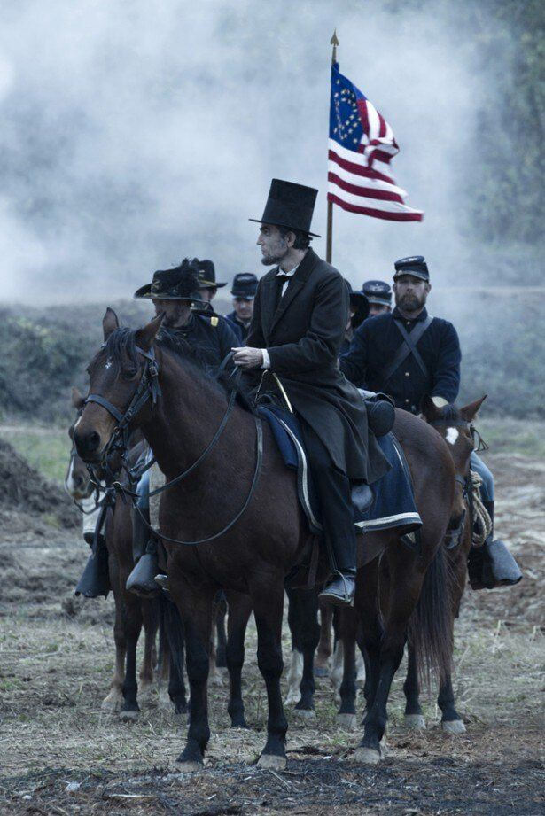【写真を見る】リンカーンに扮したダニエル・デイ=ルイスの演技は絶賛された