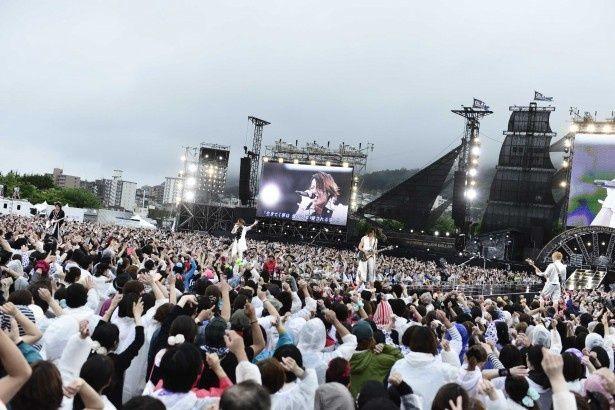 7/27・28、故郷・函館で野外ライブを敢行。2日間でのべ5万人を動員した