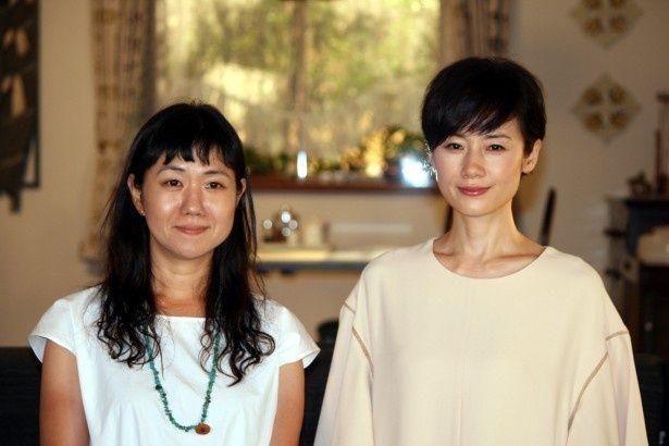 会見に登場した原作者・角田光代氏、原田知世(写真左から)