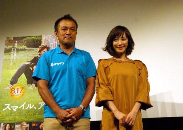 スポーツで深める「親子の絆」をテーマにしたトークイベントに出演した山口もえとジュニアサッカースクールコーチの須田敏男(写真左)
