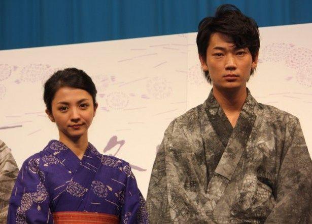 『夏の終り』の舞台挨拶に登壇した満島ひかりと綾野剛