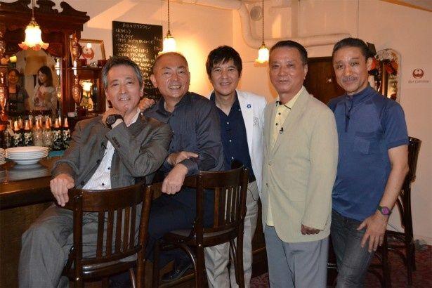 関根勤(中央)と共に各シリーズについて熱く語った「CSI:」の主役声優の(左から)中村秀利、石塚運昇、(関根)、野島昭生、銀河万丈)