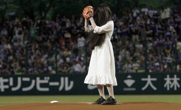 西武ドームの始球式に登場した貞子