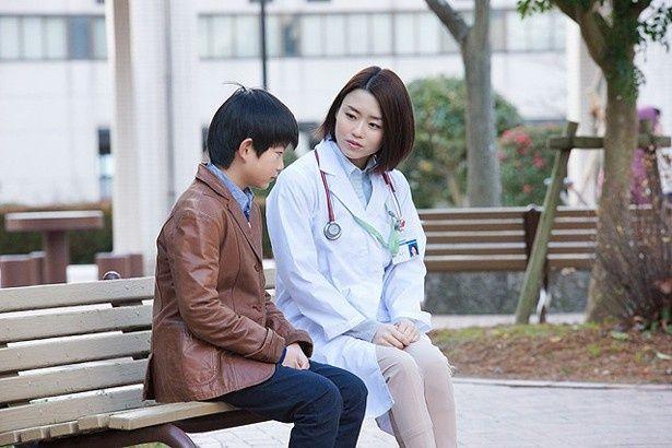 原田佳奈が演じる成長したみどりも登場(『空飛ぶ金魚と世界のひみつ』)