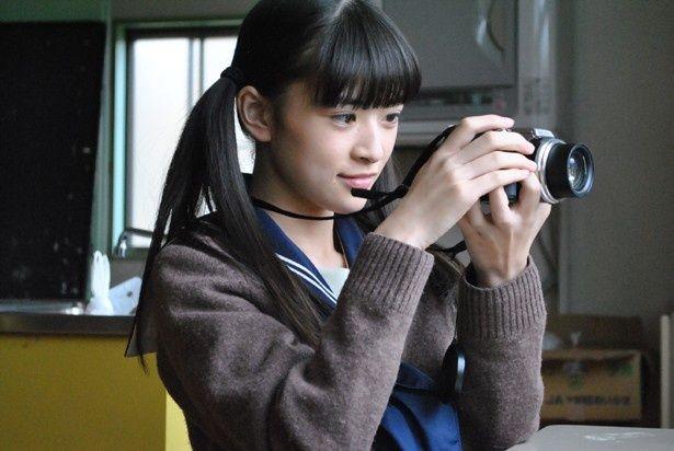 【写真を見る】妹キャラ+カメラ女子という新境地にトライ!?(『乙女のレシピ』)