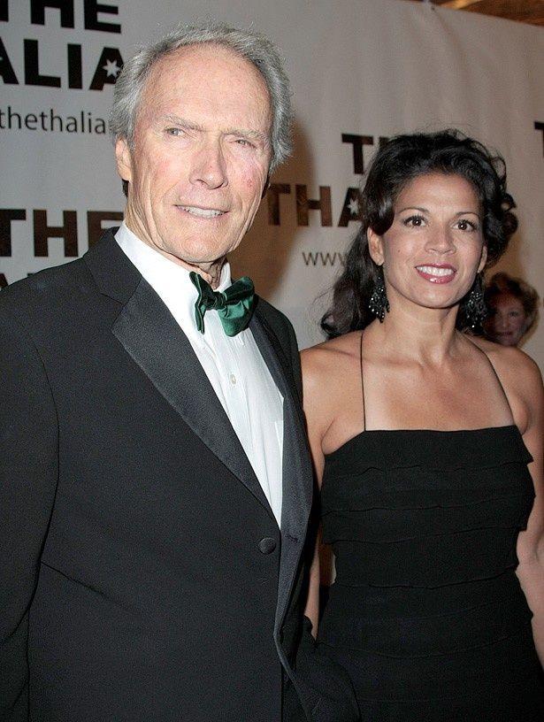 クリント・イーストウッド監督と、35歳年下の妻ディナ・イーストウッド