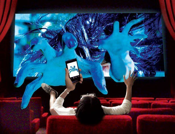 スマ4Dは映像だけでなく音もケータイから実際に飛び出す!