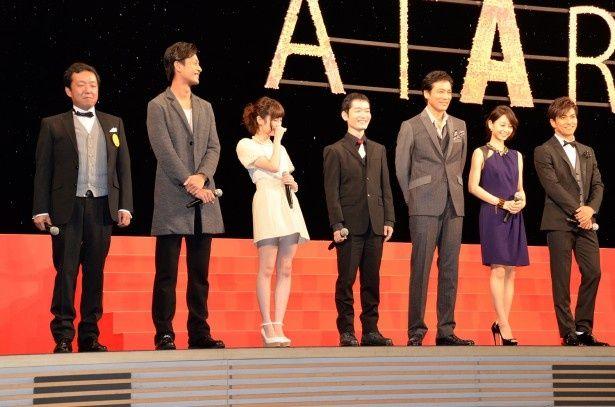 「劇場版ATARU -THE FIRST KILL-」の舞台あいさつに登壇した出演者が大歓声に迎えられ喜びをあらわに