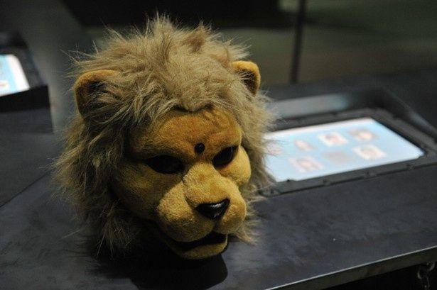 このライオンマのマスクを被り、サバイバルを繰り広げる(『JUDGE ジャッジ』)