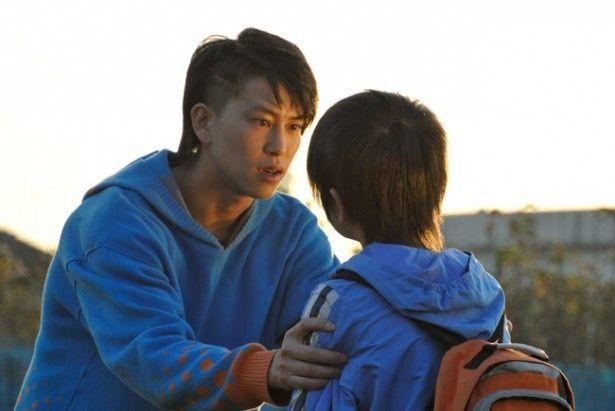 「仮面ライダー鎧武」ではストリートダンスに興じる青年に扮するが、本作では高校生ならではの幼さも感じさせ、また違った表情が見られる
