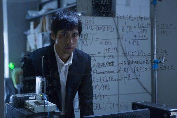 西島秀俊、新作では妻を殺害された謎に迫る天才科学者を熱演
