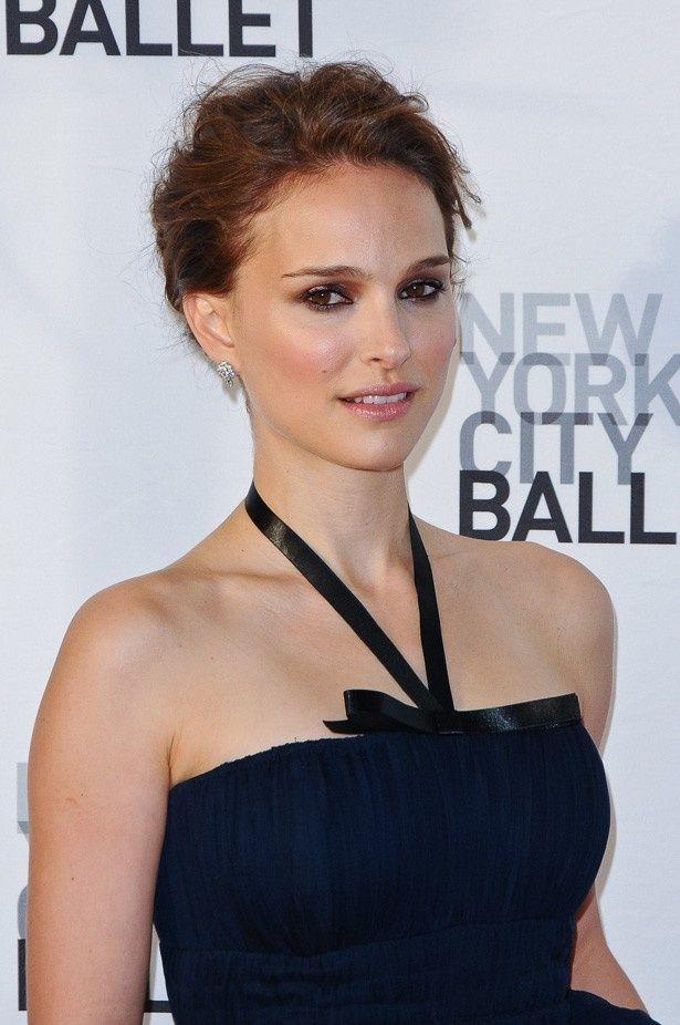 スカーレット・ヨハンソンは、ナタリー・ポートマン監督の短編も含むオムニバス『ニューヨーク、アイラブユー NEW YORK,I LOVE YOU』(08)で初監督を務めたが、全編カットされた過去がある