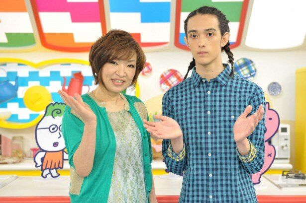 「妄想ニホン料理」(NHK総合)のスタジオ取材会に登場した清水ミチコと栗原類(写真左から)