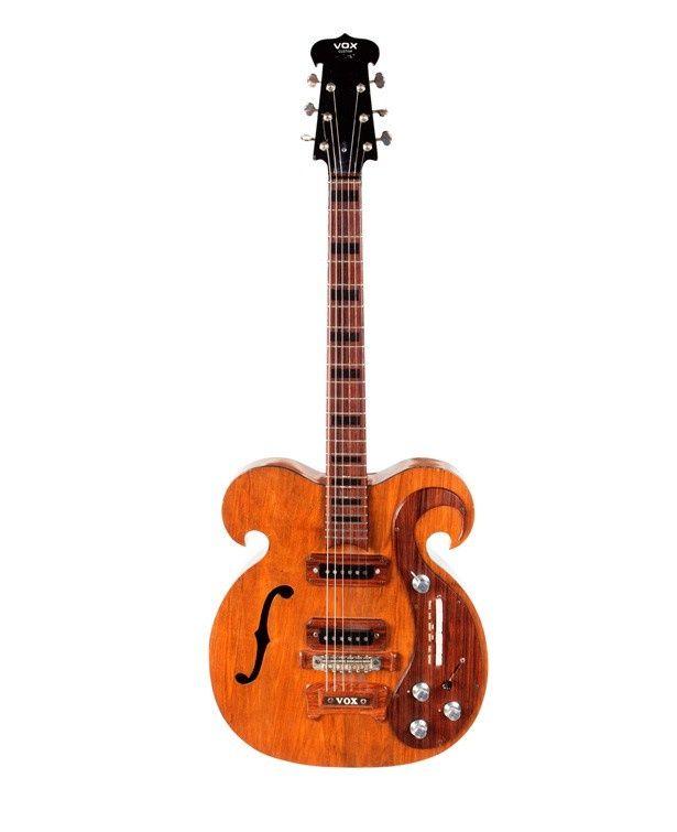 こちらは約4200万円で落札された、ジョン・レノンとジョージ・ハリスンが弾いたギター