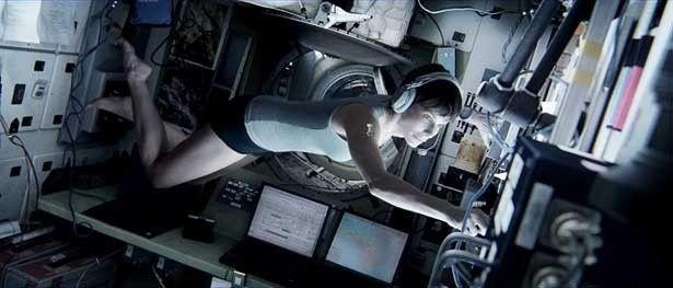 サンドラ・ブロックは初めての宇宙飛行で命の危険に直面するストーン博士に扮する