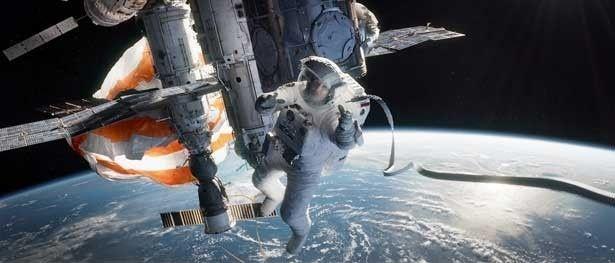 ジェームズ・キャメロンも「完全にノックアウトされた。これは史上最もすぐれた宇宙の映像美で創り上げた、史上最高のスペース・エンタテインメントだ!」と本作を絶賛