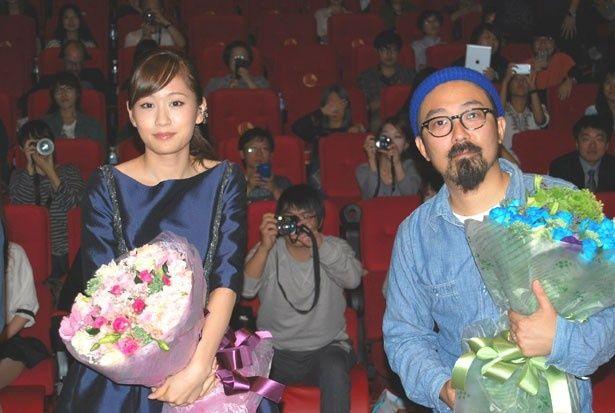 釜山映画祭で舞台挨拶を行った前田敦子と山下敦弘監督