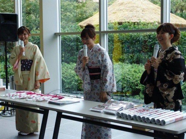 カレンダー発売イベントに登壇した久冨慶子アナ、島本真衣アナ、松尾由美子アナ(写真左から)