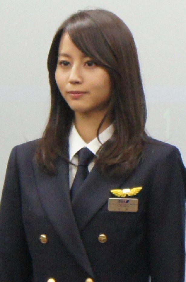 堀北真希が演じる主人公・手塚晴は、どこにでもいる普通の女の子という役どころ