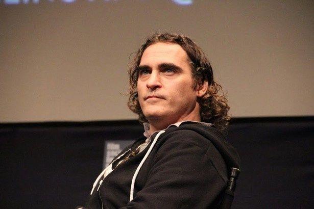 ジェームズ・グレイ監督作『The Immigant』に主演し、ニューヨーク映画祭の会場に姿を現したホアキン・フェニックス