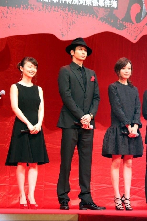 【写真を見る】戸田恵梨香、大島優子は黒いワンピースで登壇!