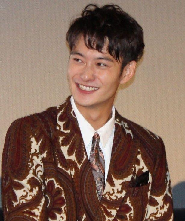 『オー!ファーザー』舞台挨拶で笑顔を見せた岡田将生