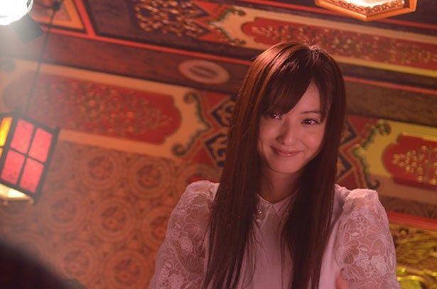 風俗嬢のかよを好演している佐々木希。優しいオーラと清楚系のファッションにそそられる!