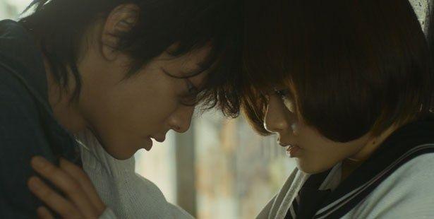 佐藤健演じるサウンドクリエイターと女子高生の恋を描く『カノジョは嘘を愛しすぎてる』。接近シーンにドキドキ!