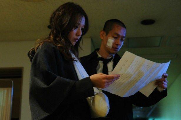 当麻たちは、上司・野々村光太郎(竜雷太)から受け取った手紙を見て愕然とする