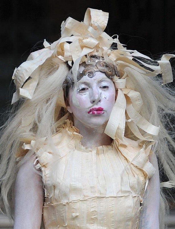 「普通の基準では、私は美人ではない」と語ったガガ