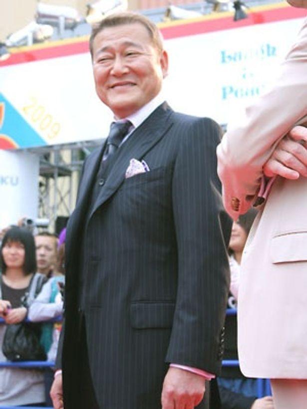 司法省の役人を演じる國村隼