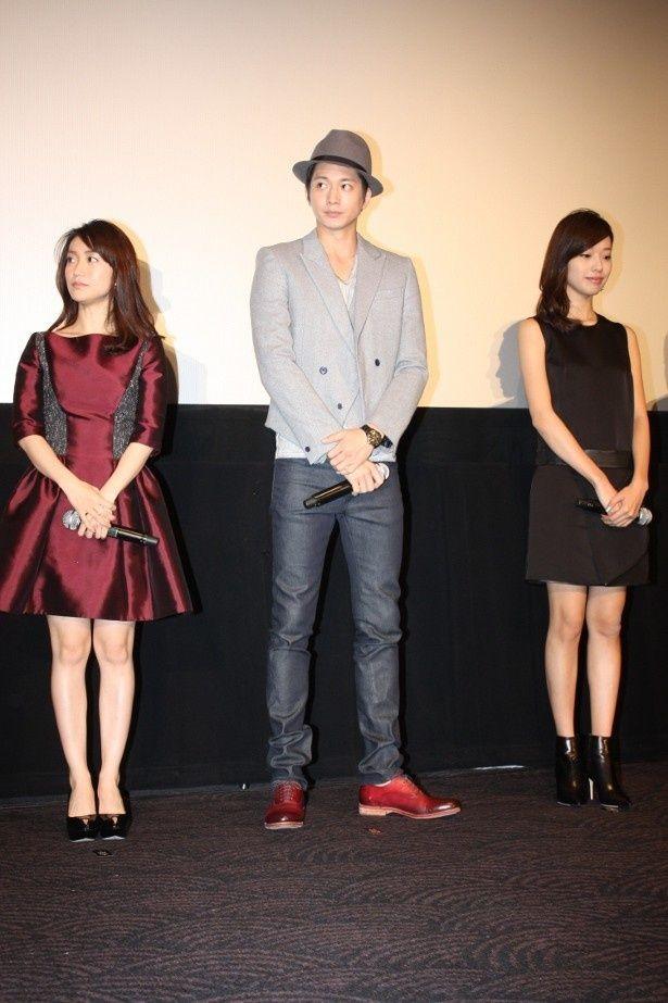 【写真を見る】戸田恵梨香と大島優子のファッションをチェック