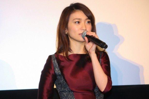 謎の白い女役の大島優子