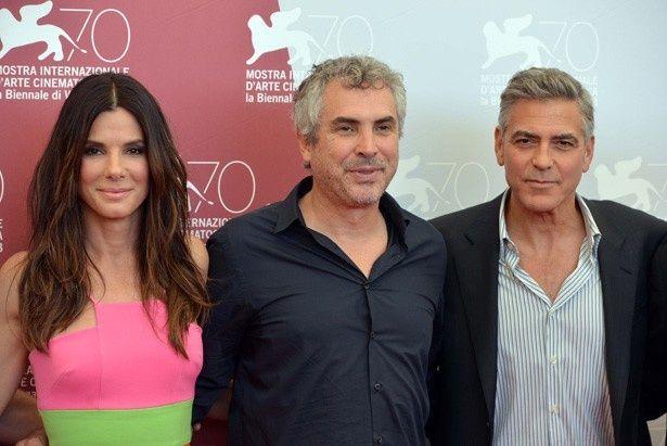 (写真左から)オスカー有力作『ゼロ・グラビティ』のサンドラ・ブロック、アルフォンソ・キュアロン監督、ジョージ・クルーニー