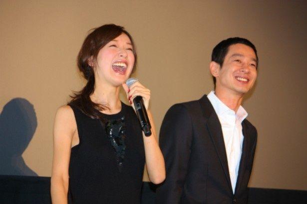 岡田浩暉たちの登場に大爆笑する戸田恵梨香と加瀬亮