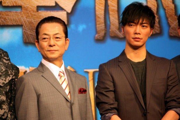 『相棒III』の製作報告会見に登壇した水谷豊と成宮寛貴