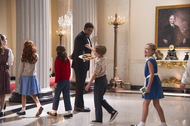 ホワイトハウスにやって来た子どもたちへお菓子のサービス