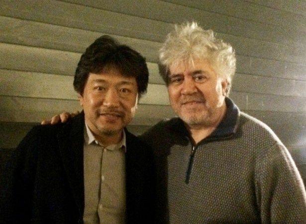 日本とスペインを代表する映画監督である是枝裕和(写真左)とペドロ・アルモドバル