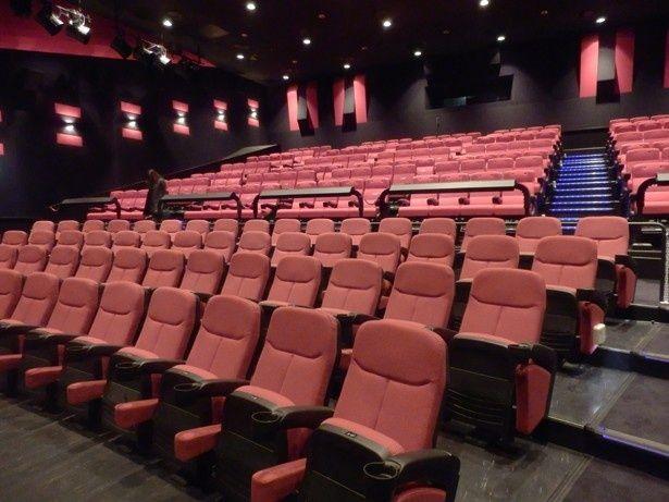 静かな劇場に見えるが、上映中はすごいことになる!