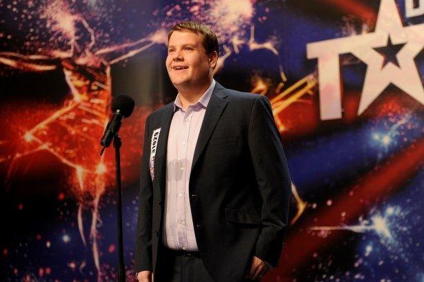 トニー賞受賞俳優ジェームズ・コーデンがポール・ポッツに扮する。楽曲はポール・ポッツ本人による吹替だ