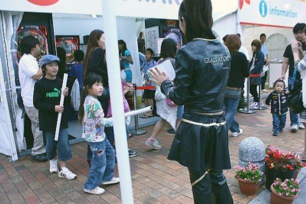 子供も集まる地域密着映画祭 協賛ブース「KYORAKU」