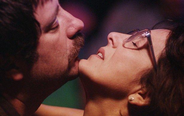 主人公グロリアを演じるのはチリのベテラン女優パウリーナ・ガルシア