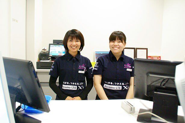 ボックス担当の麦島さんと高橋さん(左から)。「ボックスの仕事をマスターしたい」とのこと