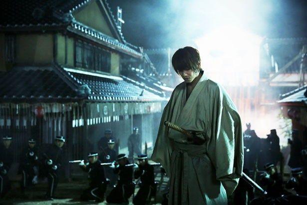 佐藤健が演じる緋村剣心。志々雄との戦いを通して、人間的にも成長していく