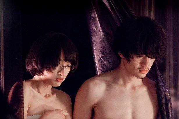 池松壮亮が乱交パーティーに参加するニートを演じる『愛の渦』