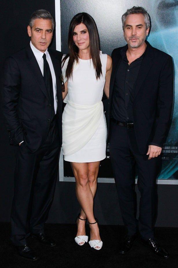 【写真を見る】『ゼロ・グラヴィティ』に出演したジョージ・クルーニーとサンドラ・ブロック。そして、監督を務めたアルフォンソ・キュアロン!