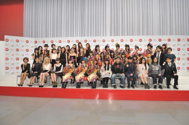 今回のテーマは「歌がここにある」。総勢51組がステージを盛り上げる「第64回 NHK紅白歌合戦」(NHK総合)